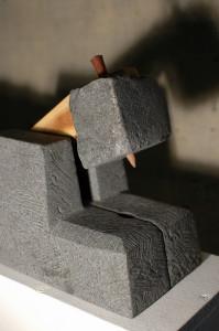 Lyukasztó, gránit, fa, 30x25x20 cm