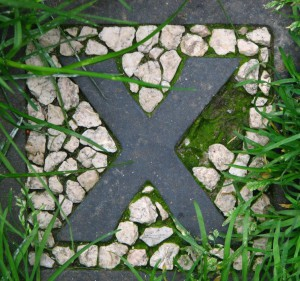Tipegőkő, bazalt, murva, 18x18x16 cm